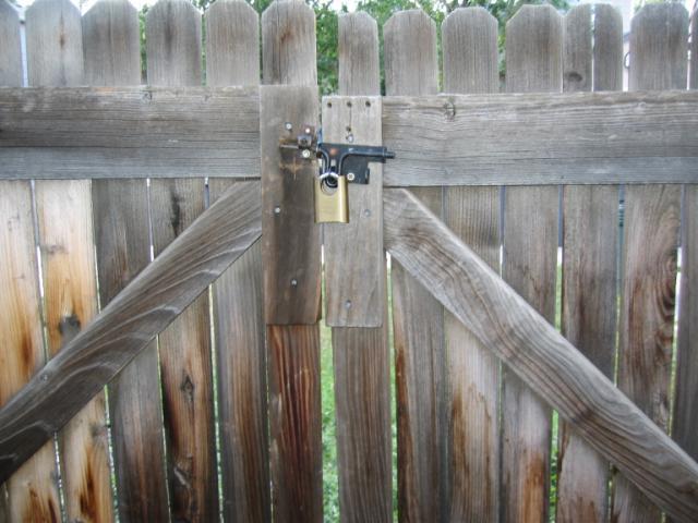 falling down gate2
